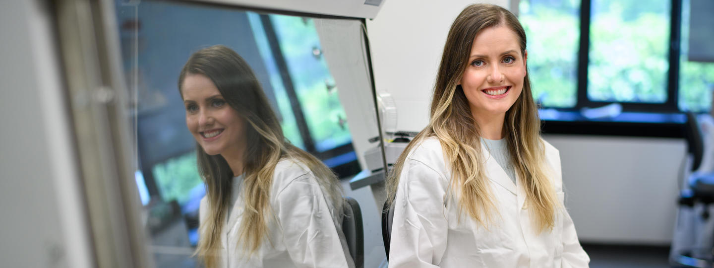 Postdoctoral research fellow Agnieszka Gil in the lab